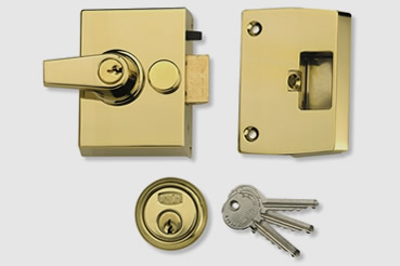 Nightlatch installation by Holloway master locksmith